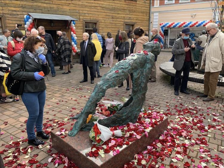 Литераторы высказались о новом памятнике Есенину