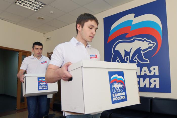 «Единая Россия» устранилась от дискуссии по поправкам в Конституцию и удивила политологов