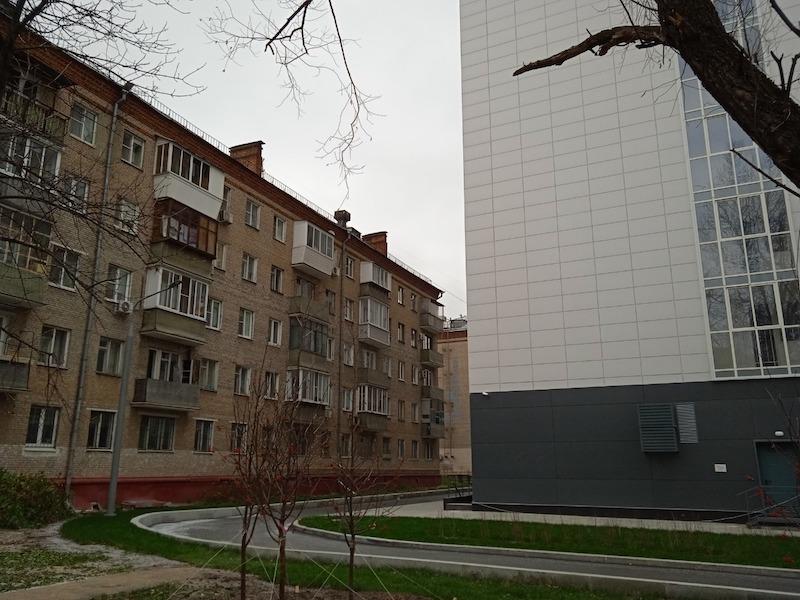В дом, построенный по программе реновации на востоке Москвы, заселяют неизвестных| Новости общества